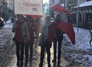 Zaltbommelse leerkrachten protesteren op de Waalkade