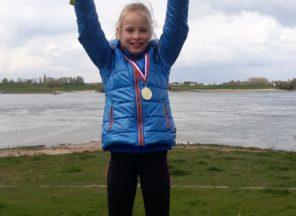 Anna en Noor winnen Promenadeloop
